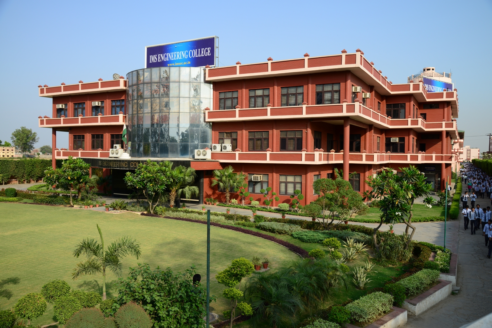 life in a college hostel Sri sarada college for women  as an important wing of the college it is actualizing the life-training programme, the hostel trains its residents in a well.